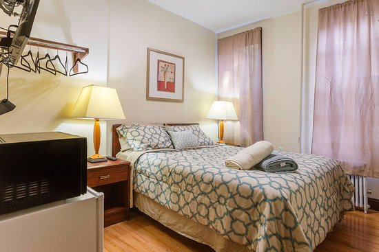 Union City, Νιού Τζέρσεϊ: This is our XL guest room w/ its own private bathroom