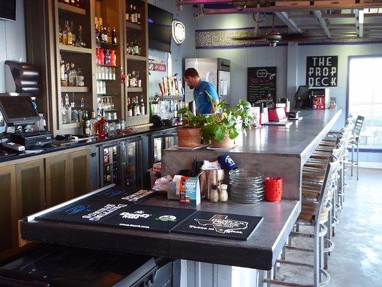Fulton, TX: Moondog-Outside Bar at Deck