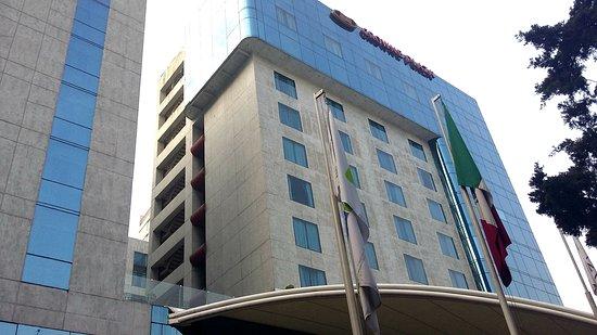 Crowne Plaza Hotel de Mexico: Hotel Exterior