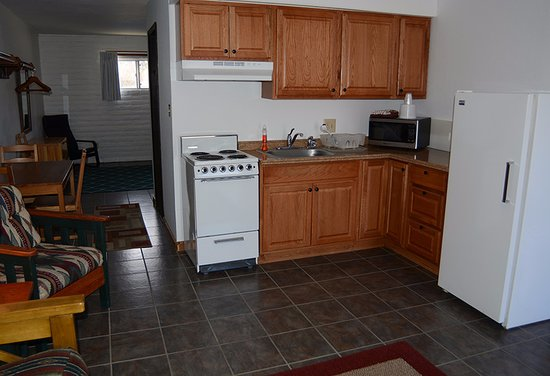 Dolores, CO : Enjoy our home away from home. Our suites have kitchens and living rooms.