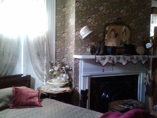 Azalea Manor Bed And Breakfast