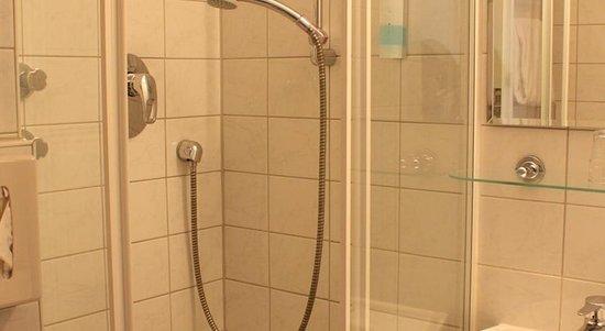 Niederraeder Hof: Bathroom