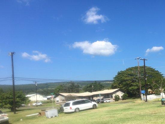Pahala, Havai: Neighborhood-looking out from front door