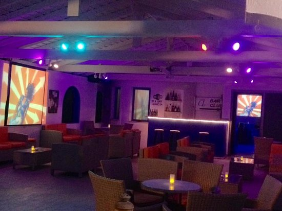 Marathokampos, Hellas: Big screen sport / music videos on our terrace and inside our nightclub