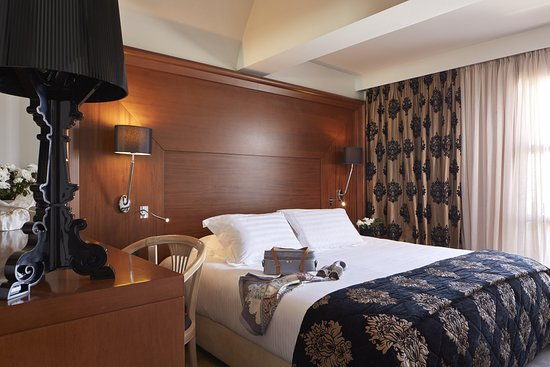 Aressana Spa Hotel and Suites: Bedroom