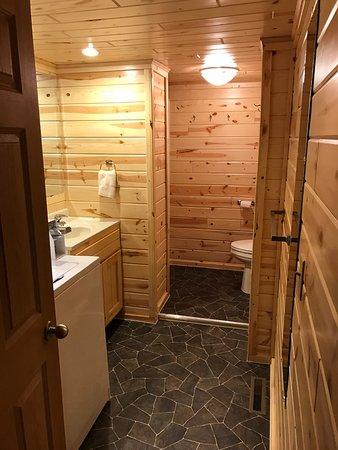 Crane Lake, Μινεσότα: Bath 2 with washer and dryer