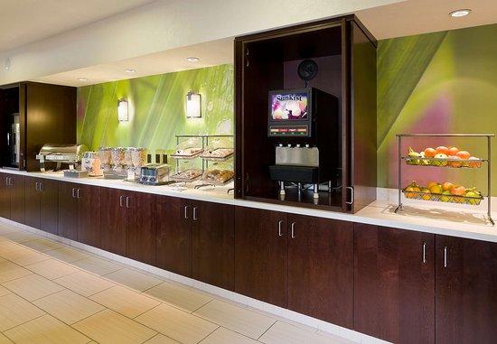 SpringHill Suites Phoenix North: Breakfast Buffet