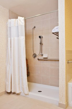 Hilton Garden Inn Amarillo: Accessible Shower