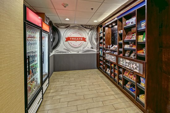 Hampton Inn Crossville: Treat shop