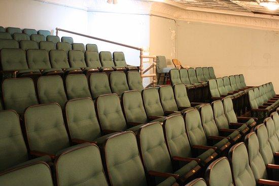 Walhalla, Carolina del Sur: There are 140 seats in the Balcony