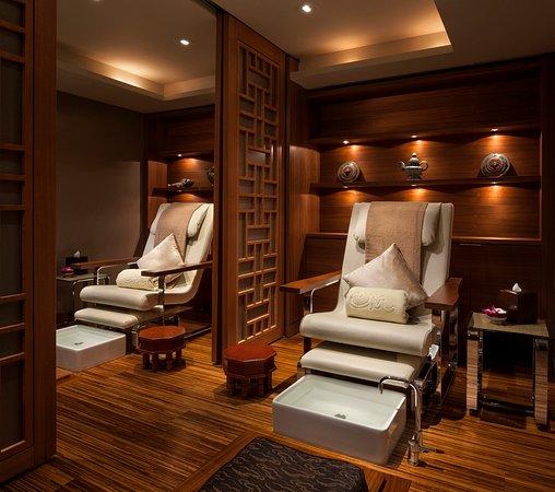 Shangri-La Hotel, Vancouver: CHI - Manicure Pedicure