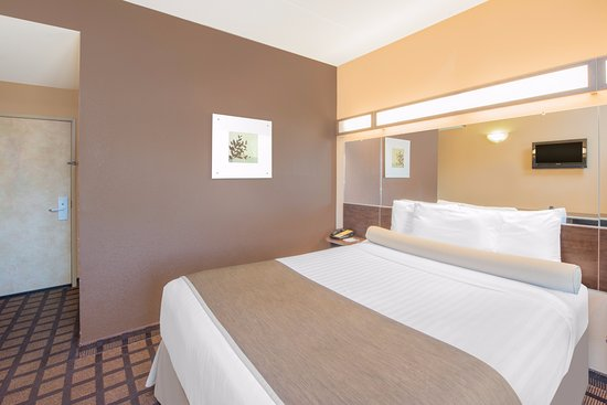 Microtel Inn & Suites by Wyndham Quincy Photo
