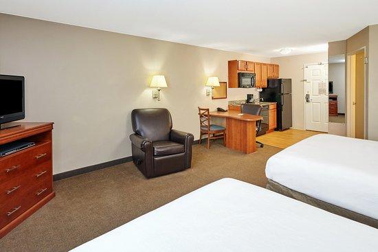Aurora, IL: Two Double Bed Studio Suite