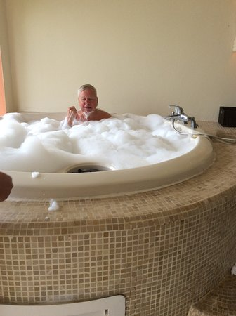 Our friend in the whirlpool tub - Picture of Secrets Royal Beach ...