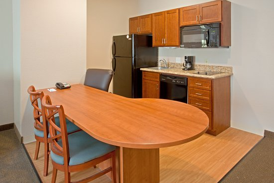 Candlewood Suites Kingwood: One Bedroom Suite Upgrade Kitchenette