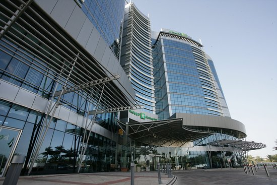 Holiday Inn Abu Dhabi : A uniquely shaped hotel exterior