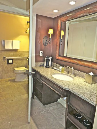 The Wort Hotel: 2 part bath...sink and closet area and shower and toilet area