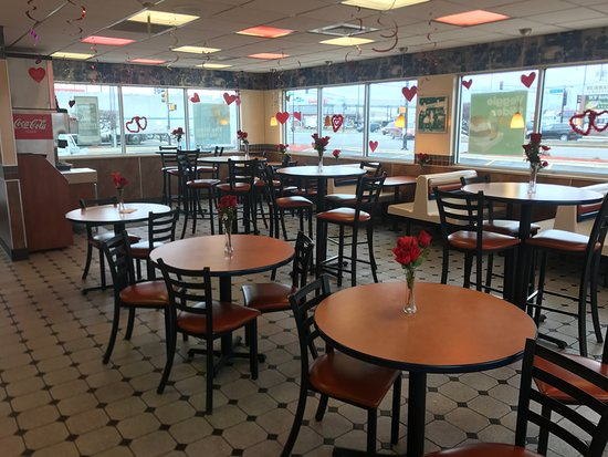 Bridgeview, IL: Improved dining area!