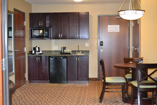 Holiday Inn Eau Claire South I-94 : King Executive Suite Kitchenette at Holiday Inn Eau Claire South
