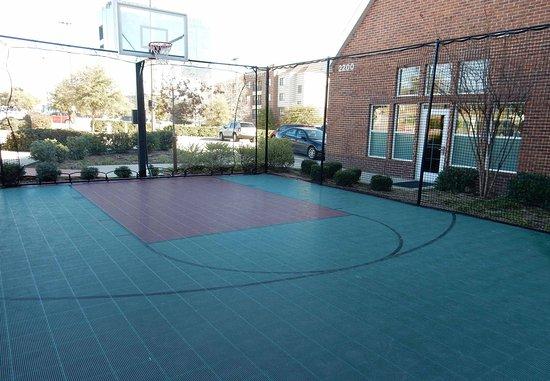Irving, TX: Outdoor Basketball Court