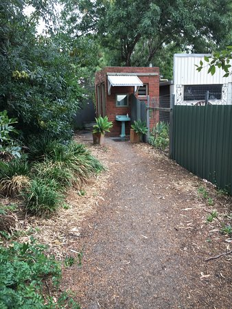 Willunga, Australië: The long path to the loo ... but scenic!