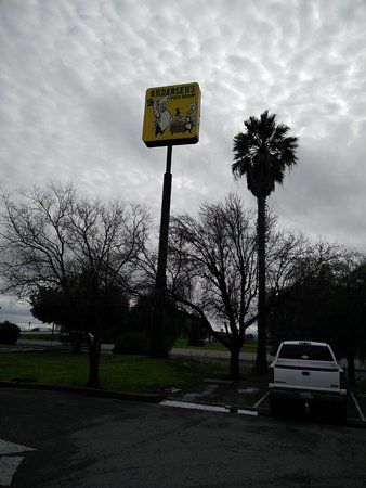 Santa Nella, CA: the sign that can be seen from the road