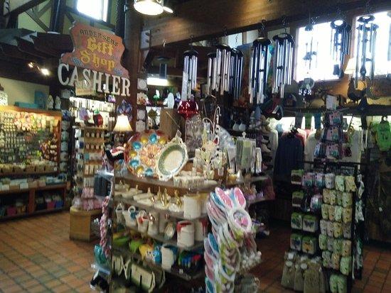 Santa Nella, Kalifornia: portion of the gift shop