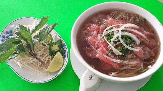 Carmichael, Kaliforniya: #10 Rare Beef Steak Rice Noodle Soup