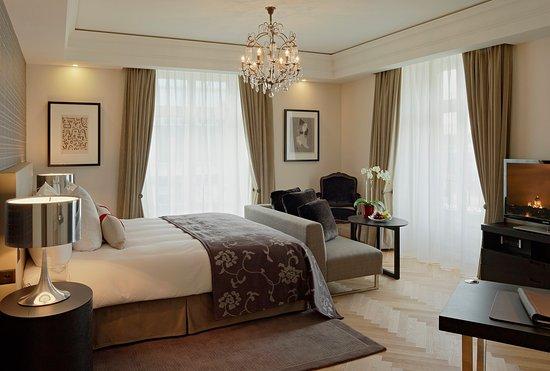 Hotel Schweizerhof: Deluxe Plus Double Room King