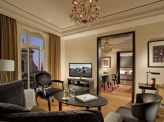 Hotel Schweizerhof: guest room