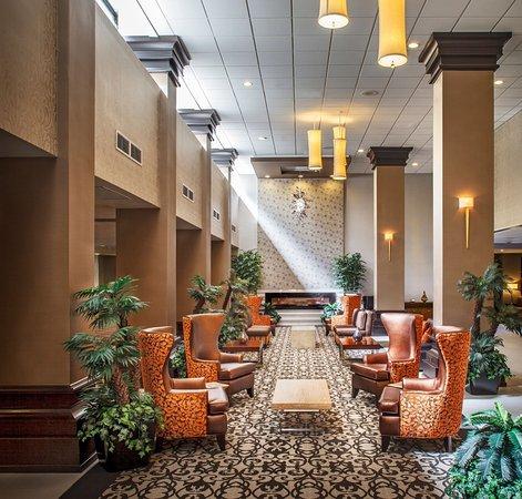 Crowne Plaza Phoenix Airport: Hotel Lobby