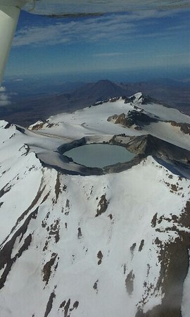 Mountain Air Scenic Flights Day Tour: Tongariro Nat. Park from above