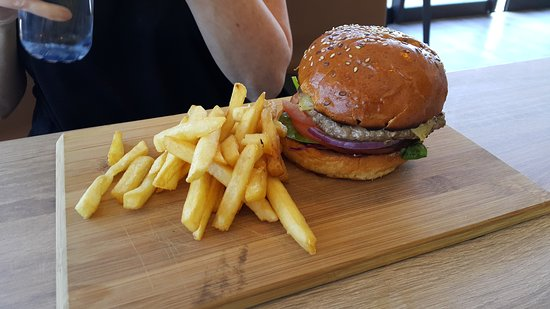 Byford, Australia: The strand lakeside cafe