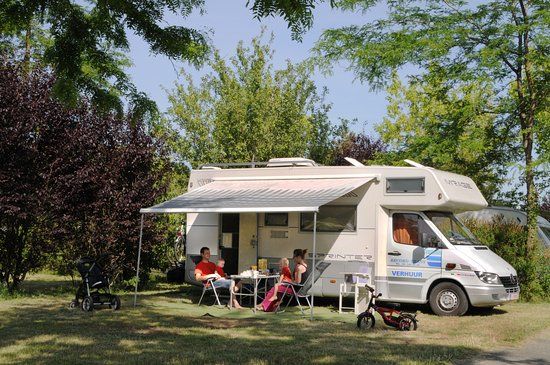 Sainte-Catherine-de-Fierbois, France : camping