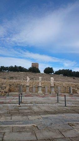 baena, España: Parte del Foro, con réplicas de las estatuas encontradas (las originales están en el Museo)
