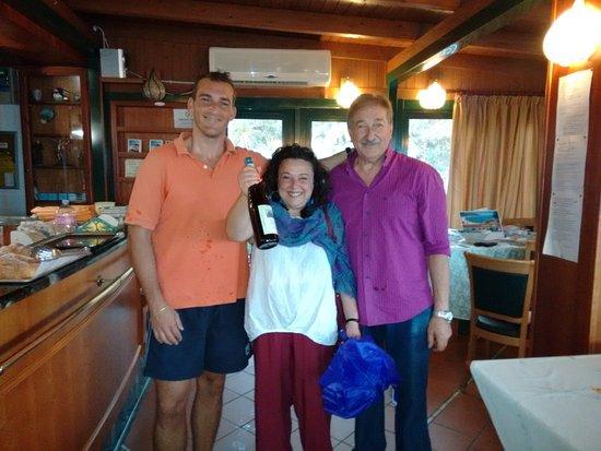Hotel Residence Sant'Angelo: un bel ricordo di mia moglie con giuseppe e sanny