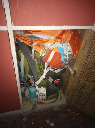 Alobar1000 Hostel : locker space is adequate for a 70L ricksack and day bag