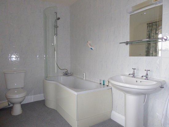Sycamore House : Room 2 bathroom