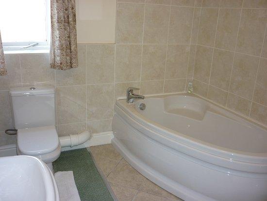 Sycamore House : Room 1 bathroom