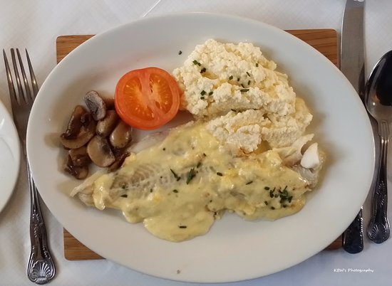 Monymusk, UK: A nice Scottish breakfast, Haddock with scrambled eggs.