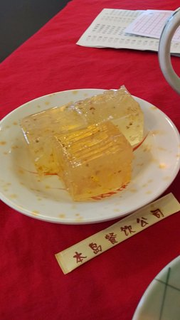 Shaoguan, China: 桂花糕,裡面的茶樓推車