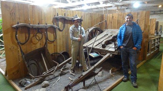 Tawhiti Museum: Reparando la carreta