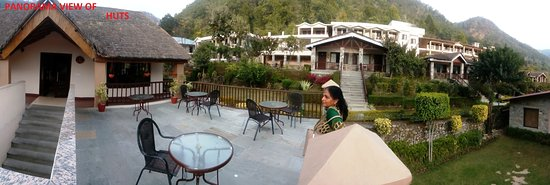 Marchula, Indien: A PANORAMA VIEW OF HUT SIDE SITTING IN FRONT OT RESTUARANT