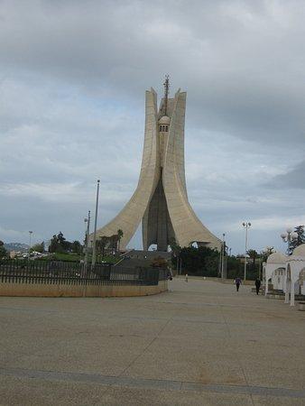 Alger, Argelia: Трехлистник