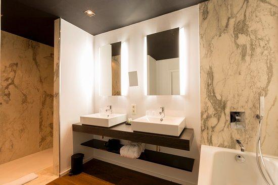 Luxe Badkamers Antwerpen : Badkamer van een junior suite foto van hotel rubens grote markt