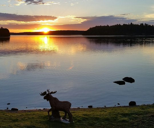 Crane Lake, MN: Wake up every morning to a beautiful lakefront view, make a new memory every day!