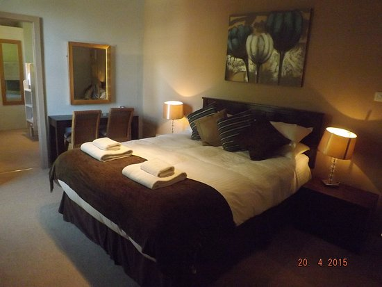 The White Hart Ironbridge: room 5, double with adjoining single