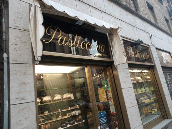Pasticceria Grecchi: Vetrina esterna