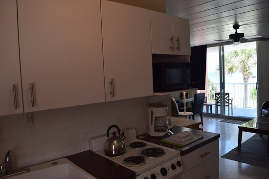Island House Apartment Motel: Kitchenette In Upstairs One Bedroom Apartment