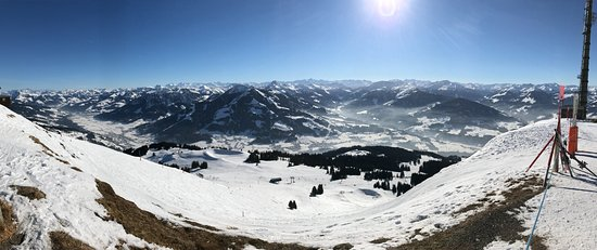 Sportresort Hohe Salve : Top of the Hohe Salve mountain looking South! excellent skiing.